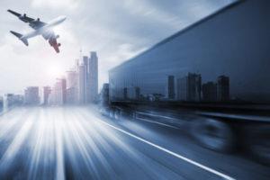 Transporte de medicamentos com caminhão ou avião