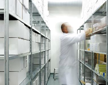 Armazenagem de produtos hospitalares: controle com equipamentos